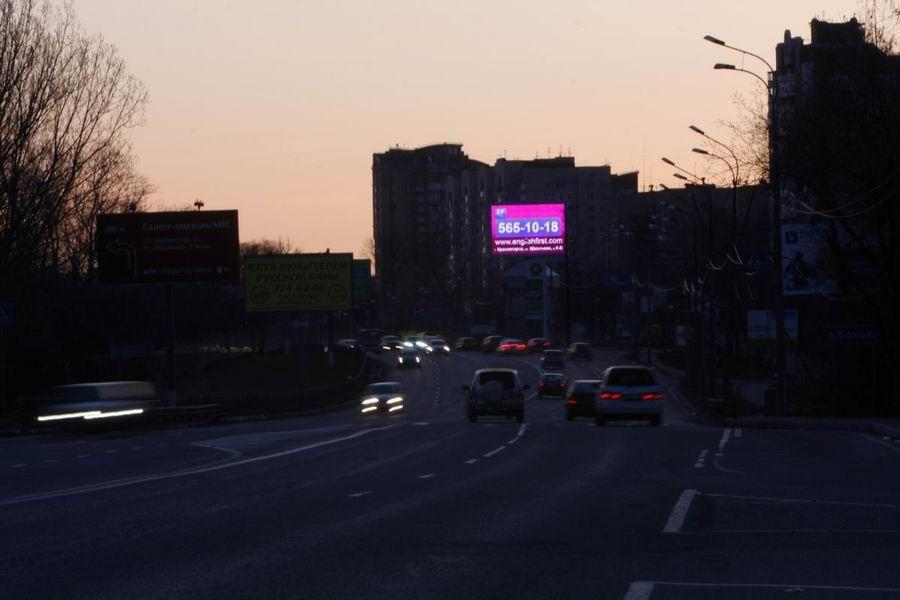 экран рекламы ночью2